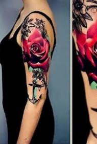 绚丽多姿的鲜艳玫瑰花纹身图案作品9张