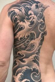 9張優秀的半背和滿背紋身黑灰作品圖案