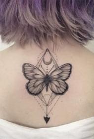 12張漂亮黑色蝴蝶紋身圖案作品欣賞