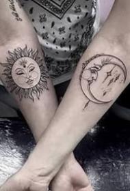 日月纹身--很适合平安彩票网的太阳月亮的成对日月纹身图案