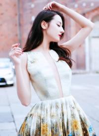 迪丽热巴的一组仙女造型,一袭长裙,妩媚人间