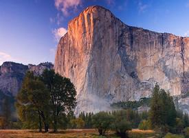 山浪峰涛 成成叠叠的十分壮美的山