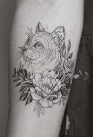 很有艺术感的一组胳膊上黑灰小纹身图案欣赏
