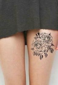 女性大腿上的性感一組繁花紋身圖案9張