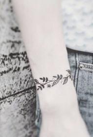 手腕处精致漂亮的手环手链纹身图案