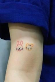 很简单的一组小彩色可爱简约纹身小图案作品