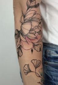 纹在手臂上很好看的一组花卉纹身作品图片