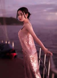 迪丽热巴,夕阳下的小姐姐简直美到窒息 ???