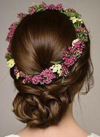 韩式带鲜花的简约新娘发型图片参考
