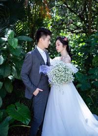 一组浪漫的森林婚纱拍摄图片