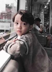高颜值又可爱的小男孩拍摄图片