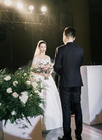 一組浪漫的幸福婚禮跟拍圖片