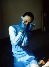 譚卓成熟嫵媚時尚寫真圖片