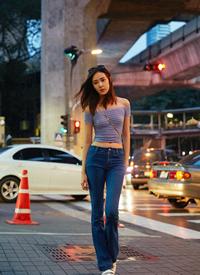 演员米露小露蛮腰清新性感街拍图片