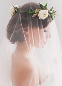 新娘优雅发型加上美美的花环图片