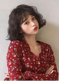 一组现在超流行的可爱女生短发泡面卷发型
