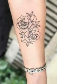 9张小清新的漂亮小玫瑰花纹身图案
