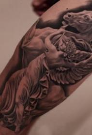 细腻的一组欧美写实大臂等?纹身作品9张