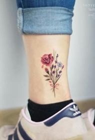 适合女生纹在脚踝处的小清新纹身图片