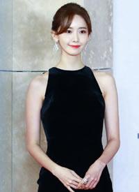 林允儿 举手投足间散发着优雅魅力的Yoona,身段气质都很优越了