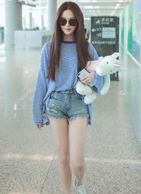 杨超越机场清爽街拍图片
