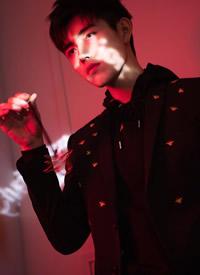 陈飞宇酷帅撩人时尚写真图片