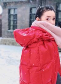 蔣依依雪中紅衣甜美寫真圖片