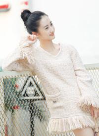 馬澤涵粉裙清麗少女感十足街拍寫真圖片