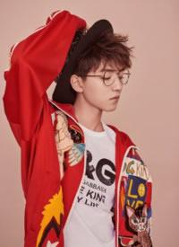 王俊凯帅气封面大片写真图片