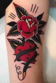 红色old school风格的玫瑰花朵纹身图