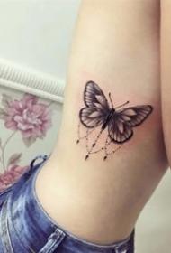 黑灰蝴蝶:一組創意的黑灰色蝴蝶紋身作品