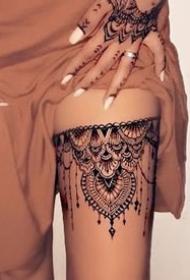 性感的女生美腿蕾絲腿環紋身圖案