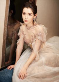 哈妮克孜白色紗裙性感寫真圖片