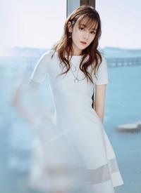迪丽热巴小白裙清新甜美写真图片