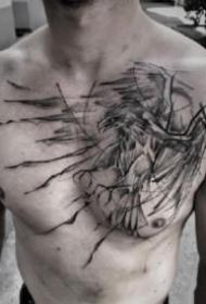 男性胸前的黑色平安彩票开奖网纹身图案9张
