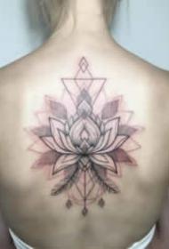 適合女生后背的小清新紋身作品