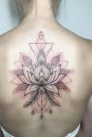 適合女生的后背漂亮花朵紋身圖片