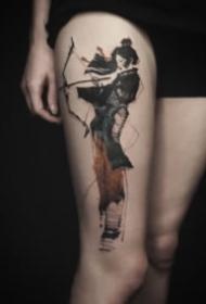適合大腿和大臂的創意水墨設計紋身圖