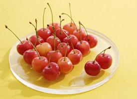 玲珑剔透,味美形娇的鲜红樱桃图片