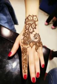 手部印度海娜手繪紋身作品欣賞
