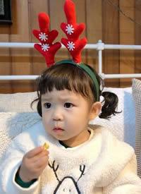 奶兇奶兇的韓國小蘿莉,皺眉的樣子也太好玩了吧