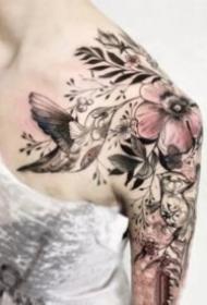 18组适合女生的性感肩花纹身图片