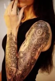 漂亮性感的花臂女生圖片欣賞