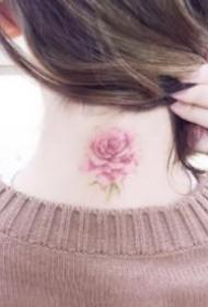 女生脖子后的小清新簡約紋身