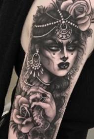 包大臂的9张暗黑女郎纹身图案