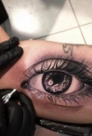 眼睛紋身圖案 10張神秘且逼真的眼睛紋身圖案