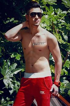 中国肌肉纹身帅哥外拍写真图片