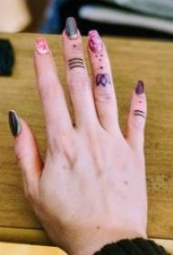 手指紋身圖   9張個性而又小巧的手指紋身圖案