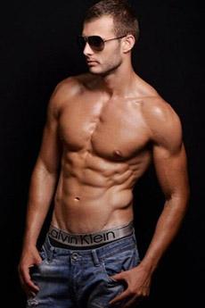 欧美肌肉帅哥 9张欧美帅哥秀肌肉写真图片