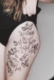 性感大腿紋身  女士大腿處性感的花花紋身圖片